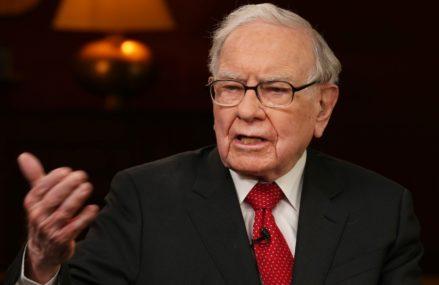 Apple financial specialist Warren Buffett at last updates from a flip phone to an iPhone